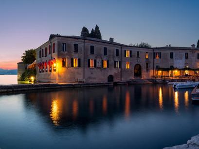 Dormire a Valeggio sul Mincio per una vacanza culturale e balneare sul Lago di Garda.