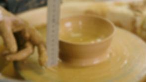 Leer keramiek draaien: Een kommetje meten op de draaischijf