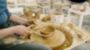 Leer keramiek draaien: Een kommetje op de pottenbakkersschijf
