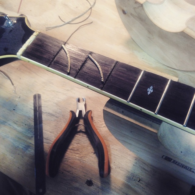 Pulling frets on a vintage Gibson L4