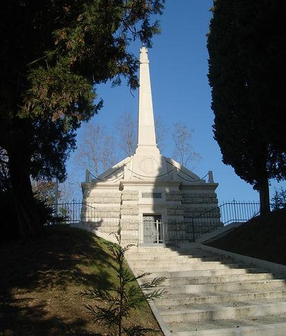 MONUMENTO PRESSO ORATORIO SANTA LUCIA.JP
