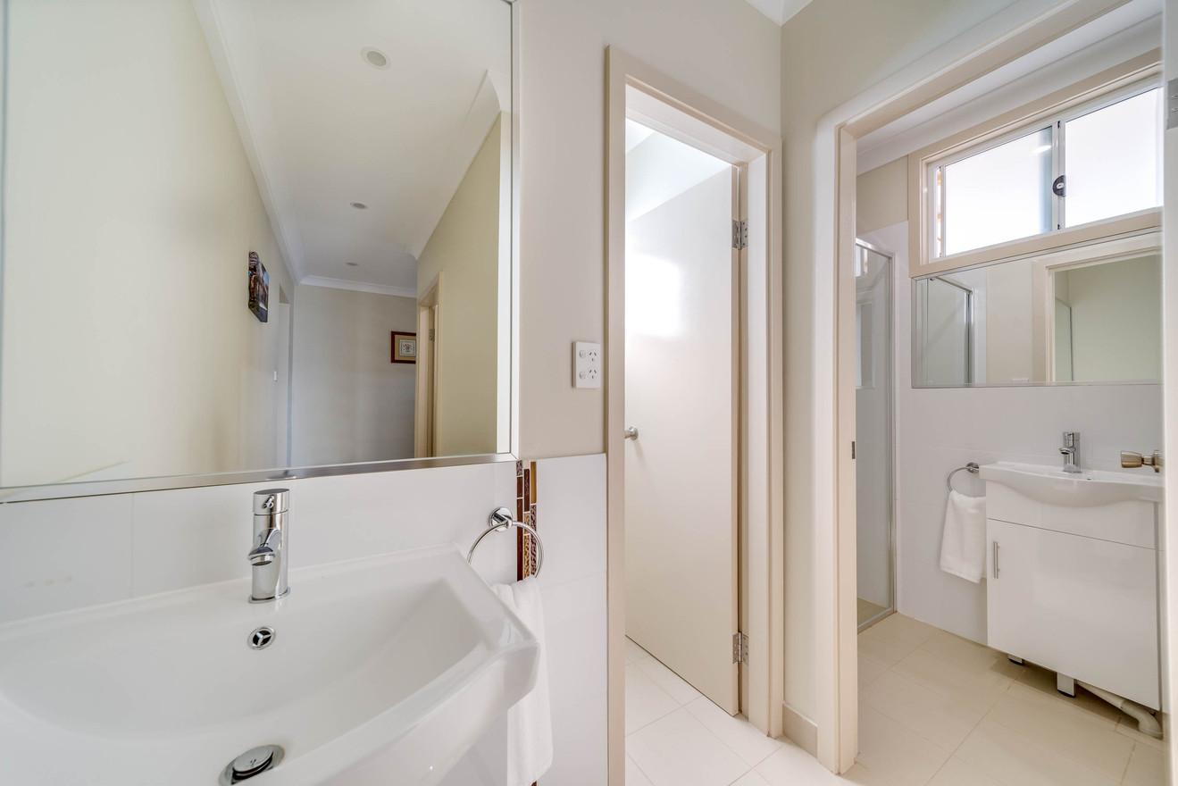 Marulan Stayz - Vanity / Bathroom