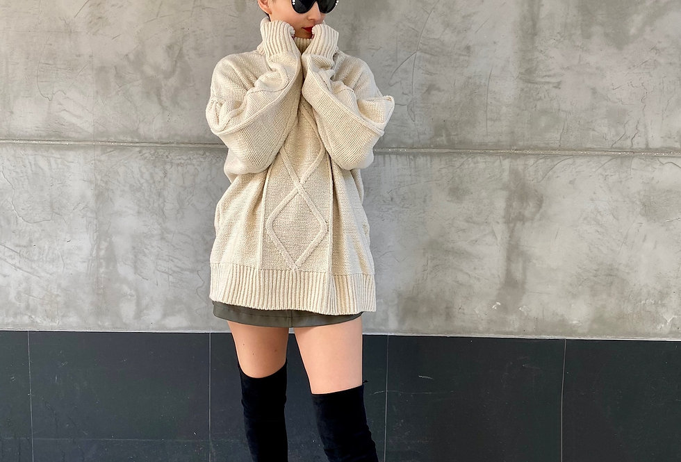 CABLE KNIT TURTLE NECK OVERSIZED PULLOVER