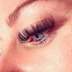 Russian Volume Lashes 💗