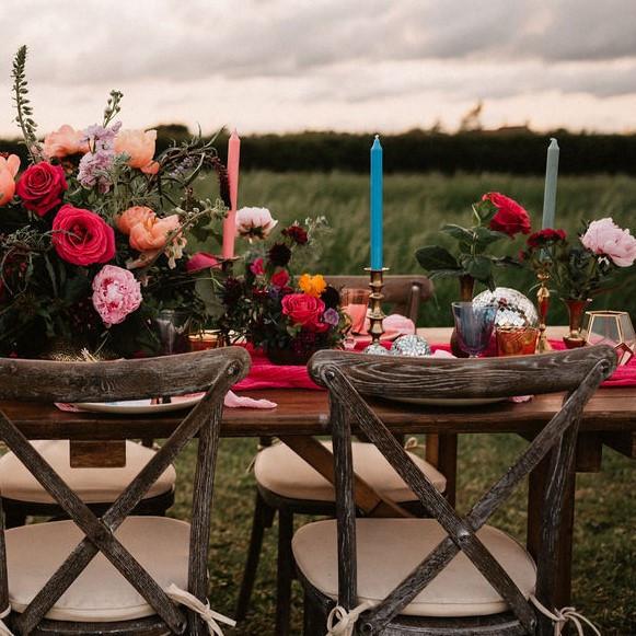 Photographer: James Morris / Florist: The Flower Fairy