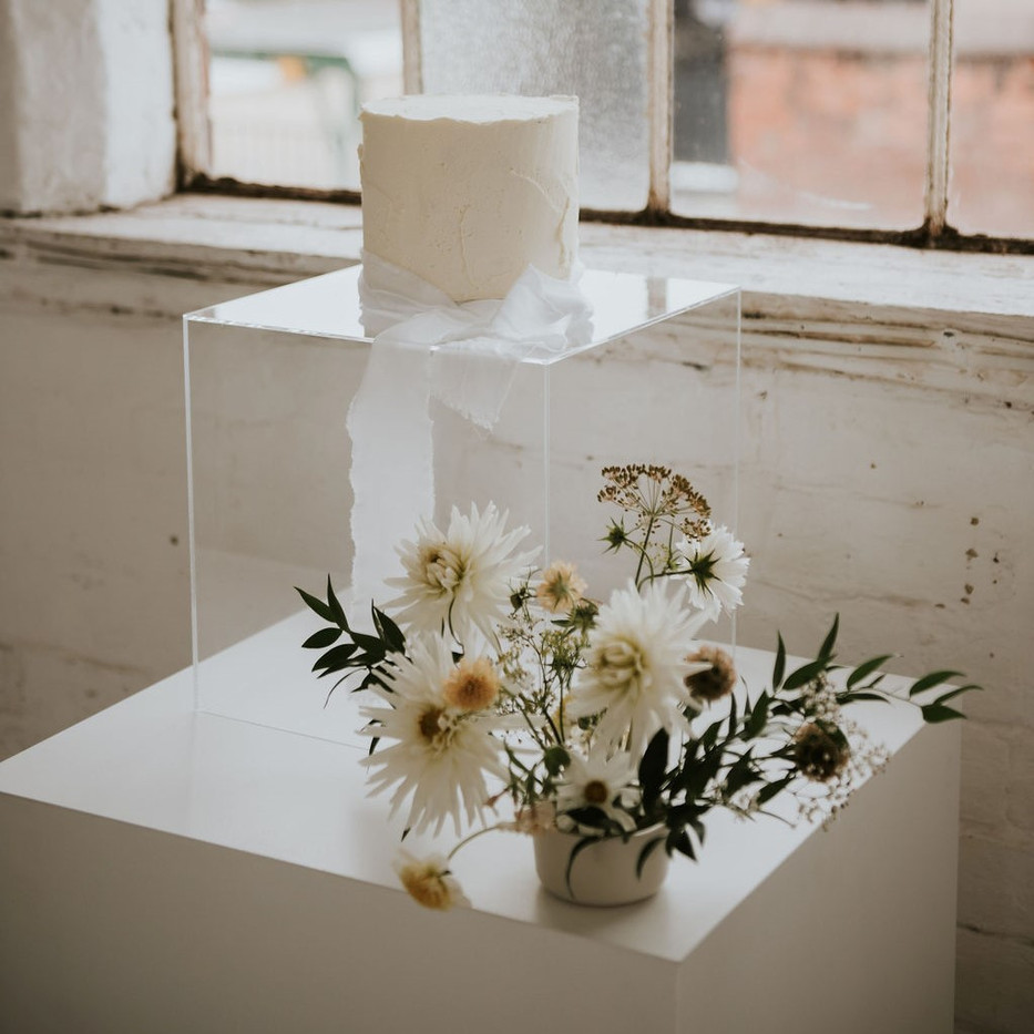 Photographer: Rosie May Kelly / Cake: Red Robin Cakery / Florist: Poppyscout