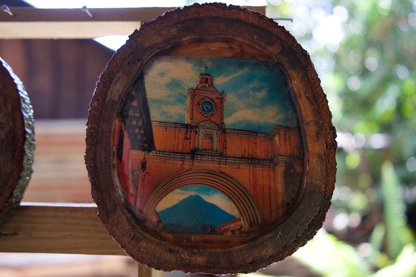 Plato en madera pintado