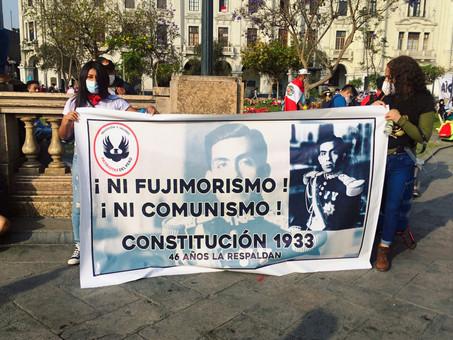¡Insólito!, jóvenes protestan por volver a la constitución de 1933