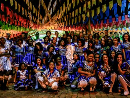 Festa Live de Aniversário Grãos de Luz e Griô com sanfona, quadrilha e comidas típicas