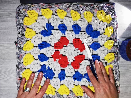 Make a Bath Mat from Old Clothes!