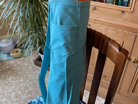 Make a Yoga Bag from a Pair of Trousers