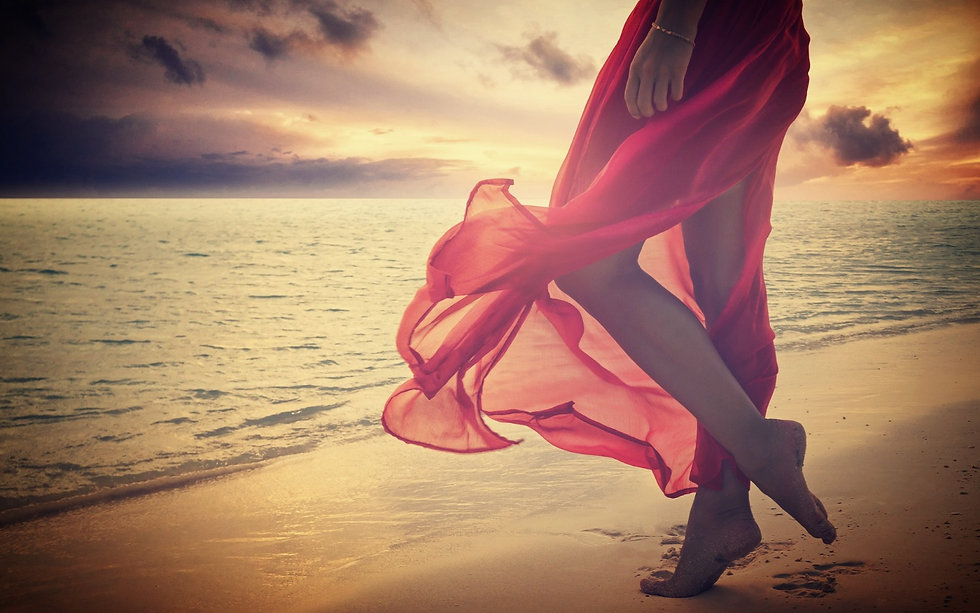Woman-beach-miss-you red dress Wallpaper