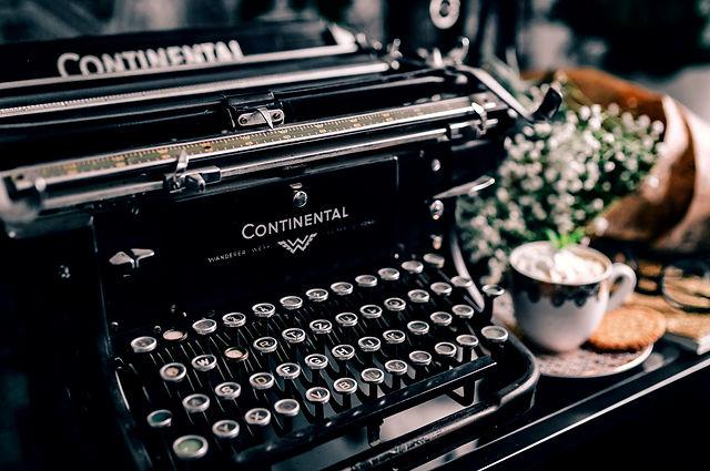 VintageTypewriter.jpg