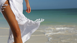 woman_walking_on_beach-30.jpg