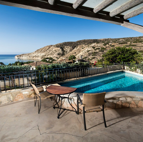 Eagles-Nest-Plunge-Pool-terrace-3-small.