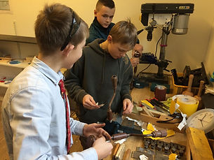 Gunnar, Gustav og William gør værktøj kl
