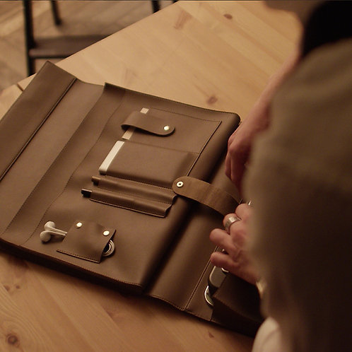 Penna Pouch(Brown)