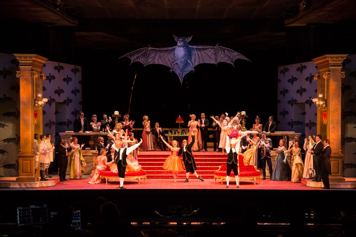 Fledermaus: Act 2