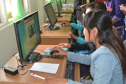 Students using the eTekkatho library at Loikaw University