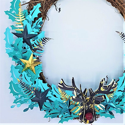 Chilly Reindeer Wreath