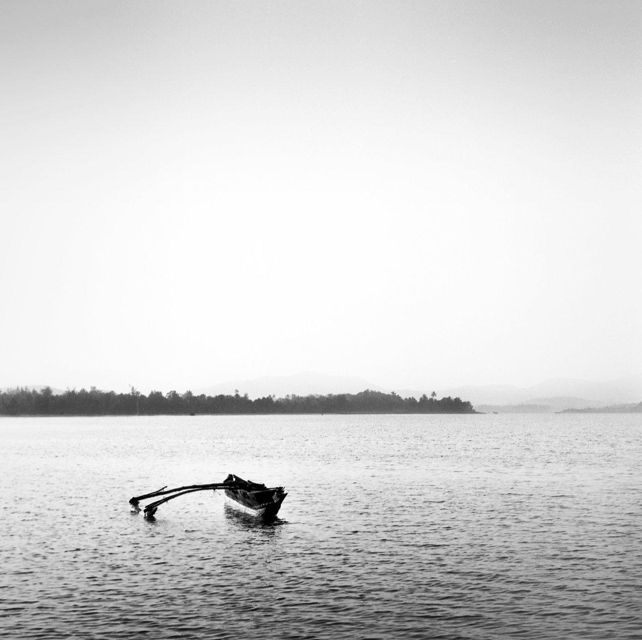 Lonely boat, Gokarna