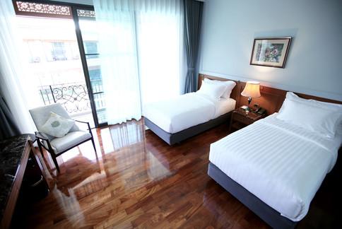plakanresort_room2.jpg