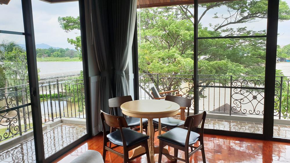 ห้องพักดีลักซ์ : ปลากาญจน์ รีสอร์ท ที่พักกาญจนบุรี 9