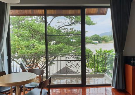 ห้องพักดีลักซ์ : ปลากาญจน์ รีสอร์ท ที่พักกาญจนบุรี 7