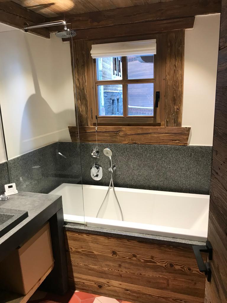 Salle de bain chalet - bois et pierre