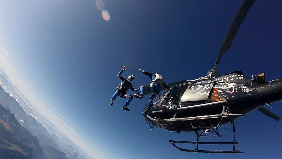Largage de parachutiste en hélicoptère -