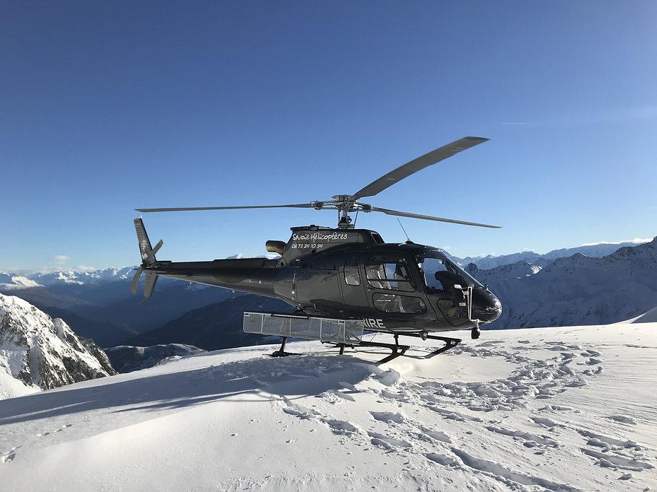 Depose de skieur en hélicoptère