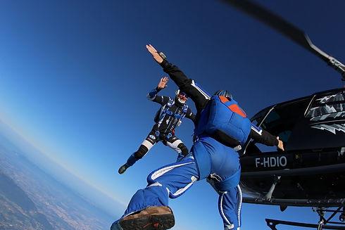 sauter en parachute d'un hélicoptère