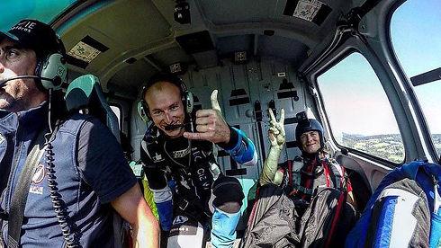 Saut en parachute depuis un hélico