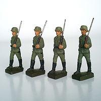 4 soldados marchando c.jpg