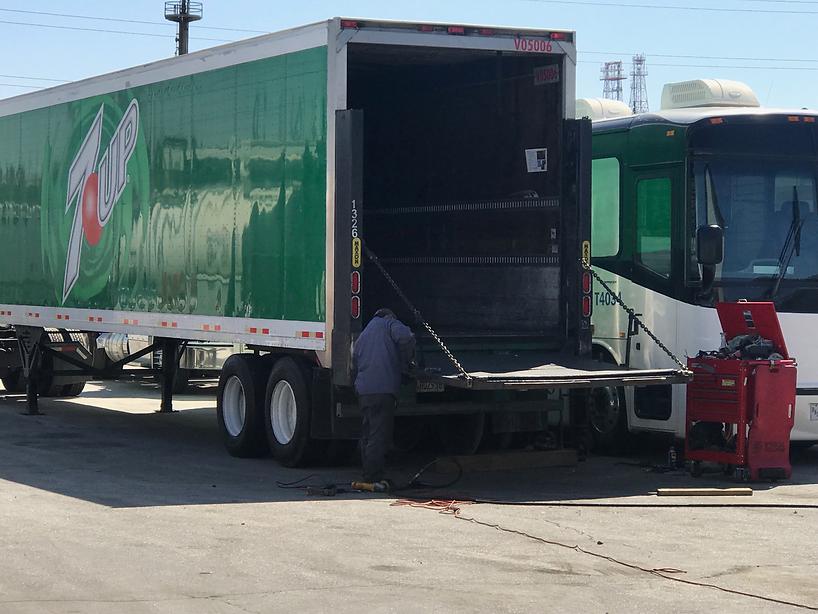 7up_truck_gate-lift-repair.png
