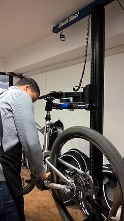 A montpellier, atelier de réparartion vélo, vélo électrique, trottinette, trottinette électrique, pneu de poussette, vélo cargo...