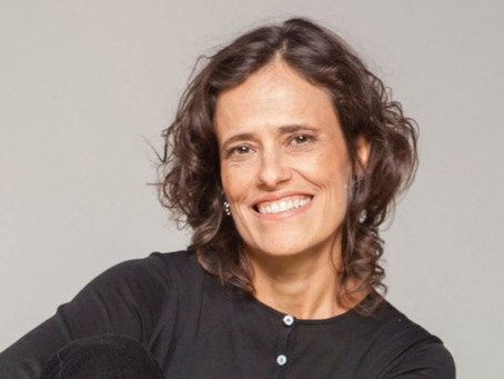 Zélia Duncan, emocionada, dá aula sobre Aldir Blanc para Regina Duarte