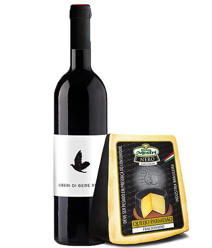 Kit de Vinho Liberi di Bere Bene e Queijo Parmesão Nero Casca Negra