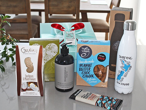 Mens Xmas gift hamper; aromatherapy man hand & body lotion, stainless steel drink bottle, cookies, chocolates, savoury snacks