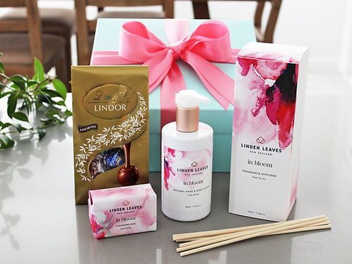 Giftbox with fresh floral room diffuser, fresh floral hand & body lotion, fresh floral luxury soap, selection milk chocolates