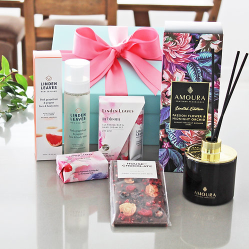 Giftbox with pink grapefruit face and body mist, passionflower fragrant room diffuser, handcream and body oil set, chocolate