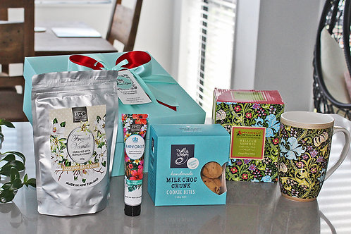 Gorgeous Xmas gift hamper contains luxury bath salts, rainforest scented hand cream, boxed coffee cup, chocolate cookies