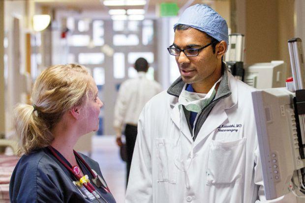 nurse-speaks-with-doctor-stanford-univer
