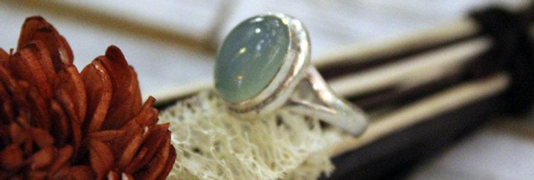 Anillo artesanal de plata 925 con piedra calcedonia verde