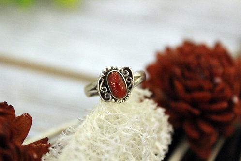 Anillo artesanal de plata 925 con piedra coral