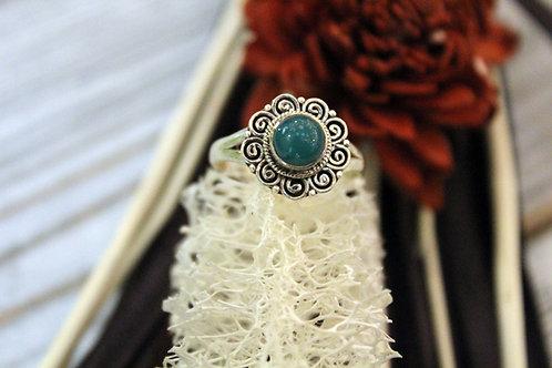 Anillo artesanal de plata 925 con piedra onix verde