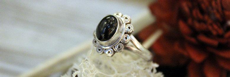 Anillo artesanal de plata 925 con piedra black star