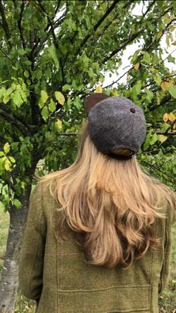 cap tweed rear