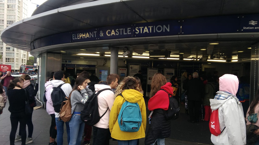 elephant and castle (the underground).jp