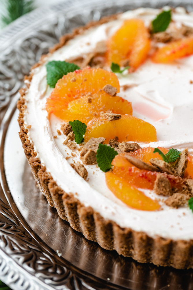 Gorgeous food photography: No-bake Orange Gingerbread Cheesecake